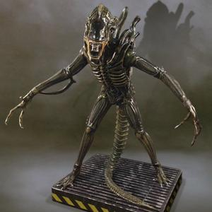 Aliens: Alien Warrior 1:1 scale statue